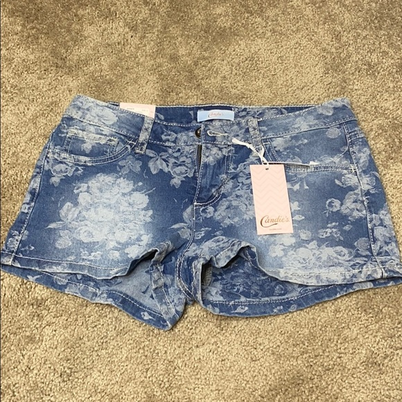 Candie's Pants - NWT Candies Jean shorts with floral pattern